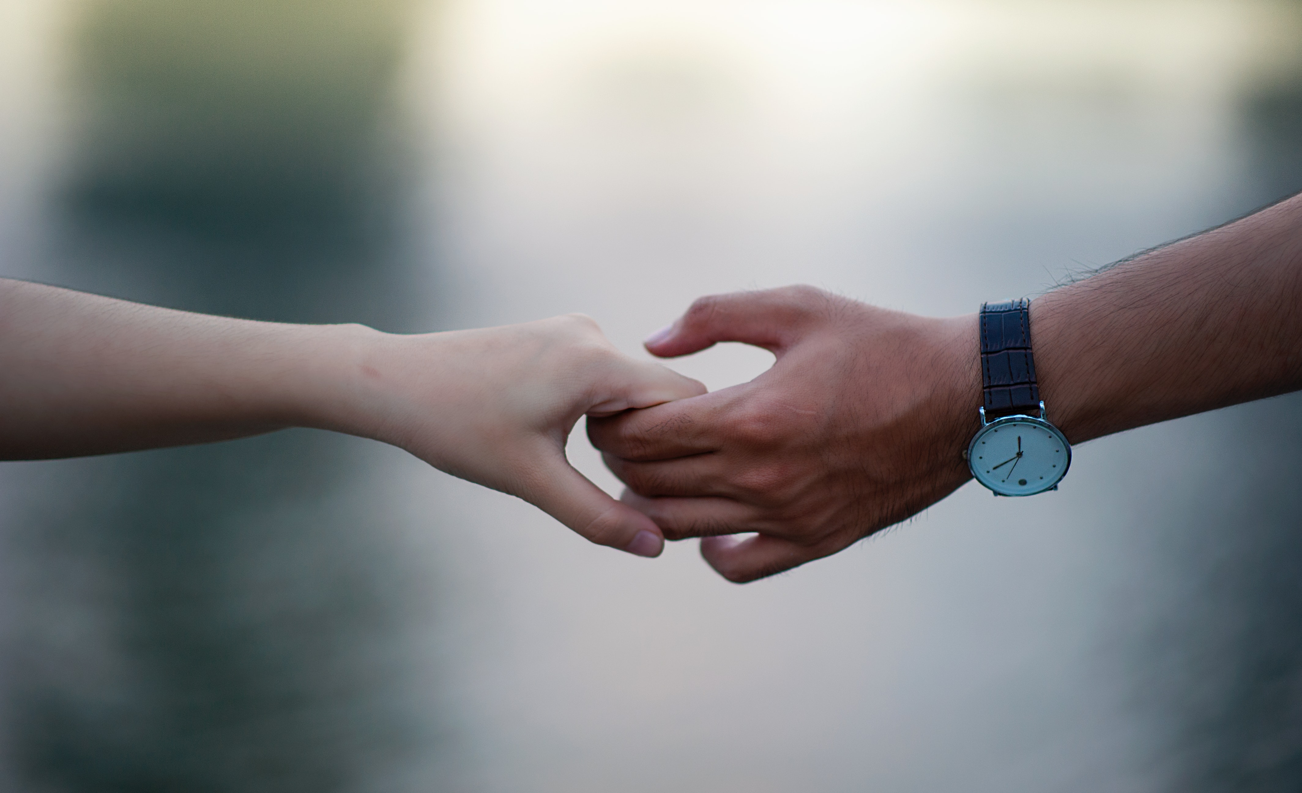 Man and Woman holding hands in a Long Distance Relationship