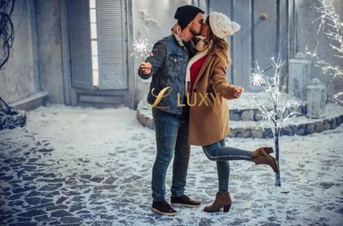 Festive Snowy New Years Kiss