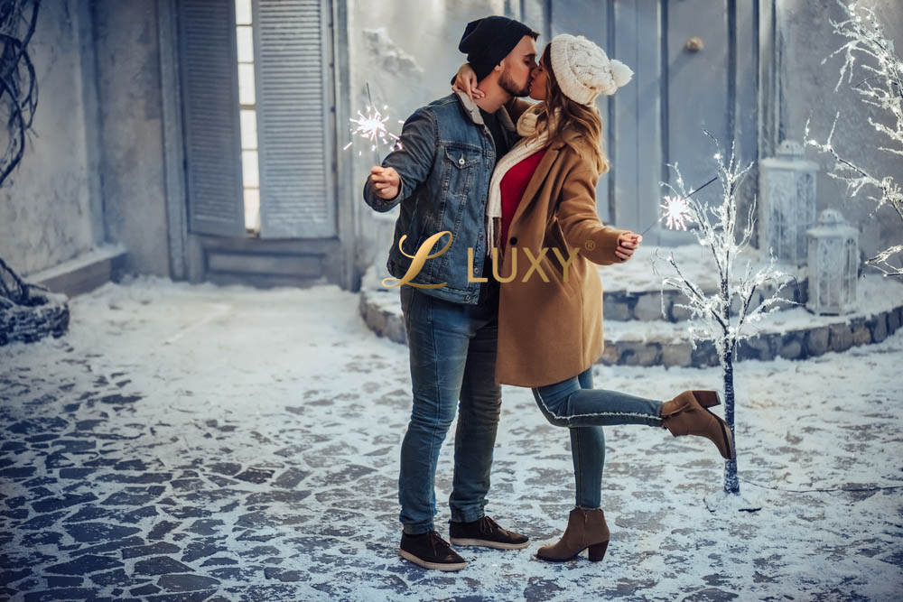 Festive Snowy New Years Kiss